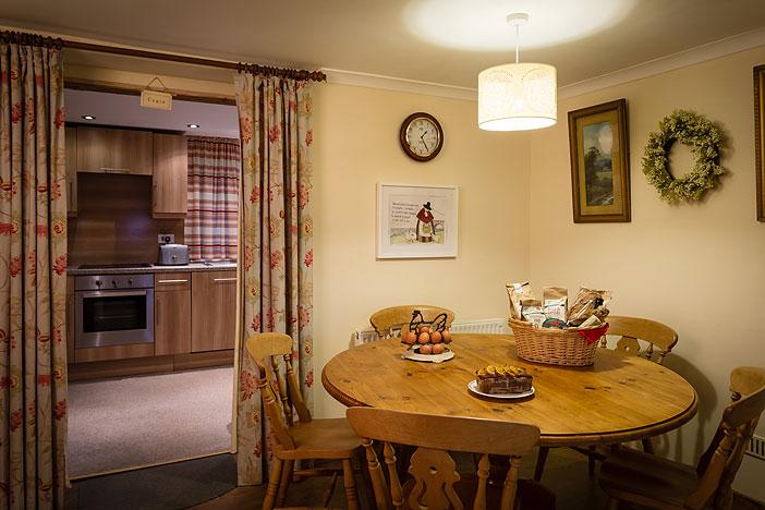 Tan Yr Eglwys Cottage 2 Dinning area